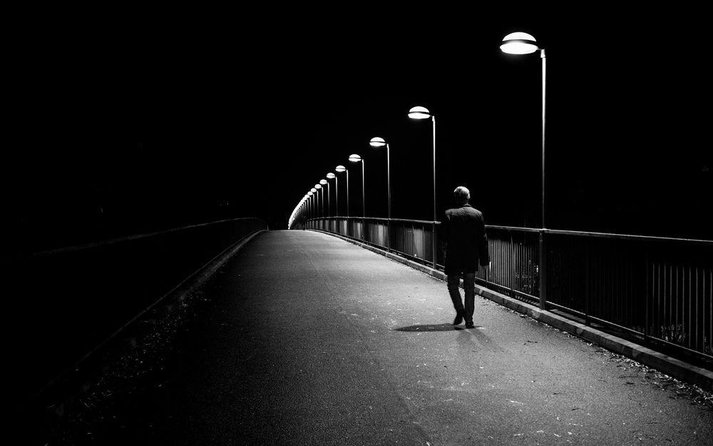 漆黑的前路