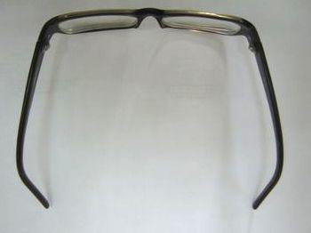 我的眼鏡 - 被撐闊了的鏡框