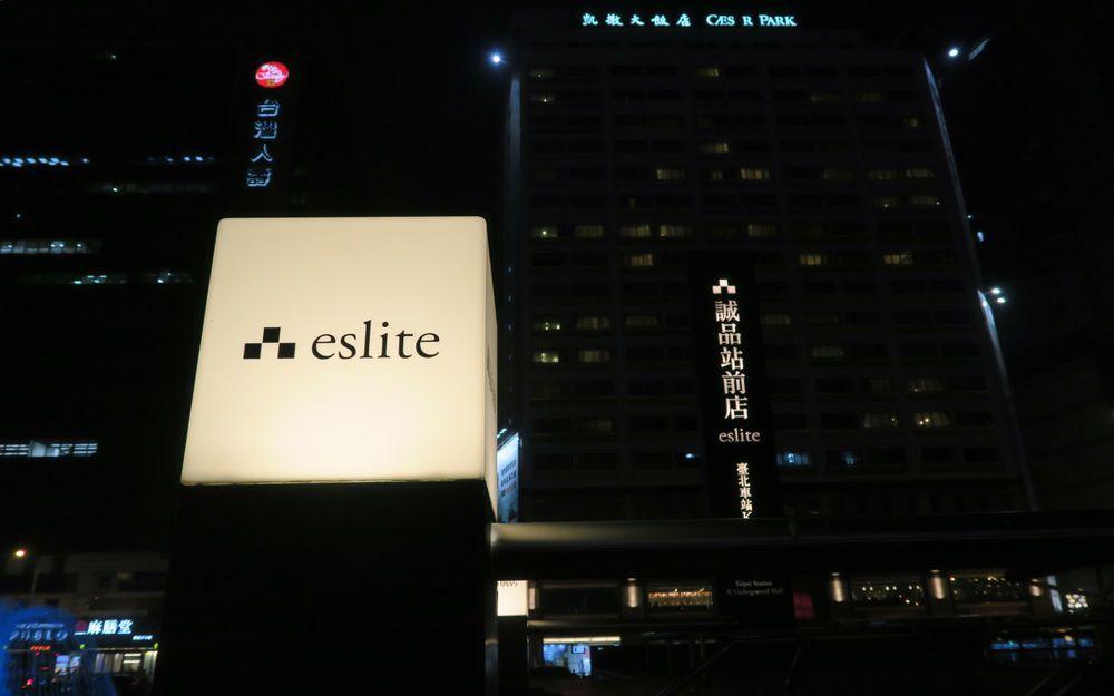 台北車站外的夜景
