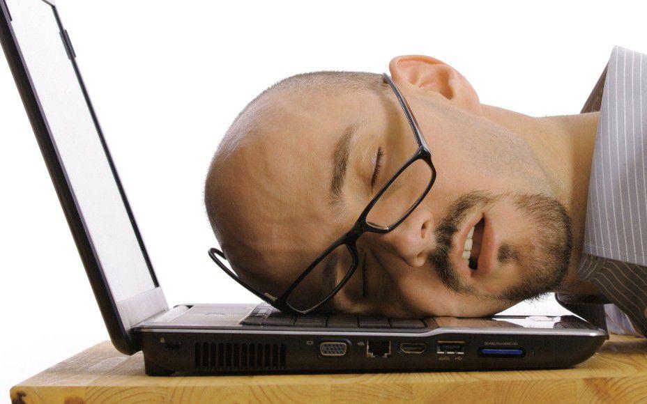 昏倒電腦前