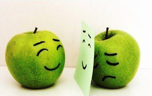 對人歡笑背人愁