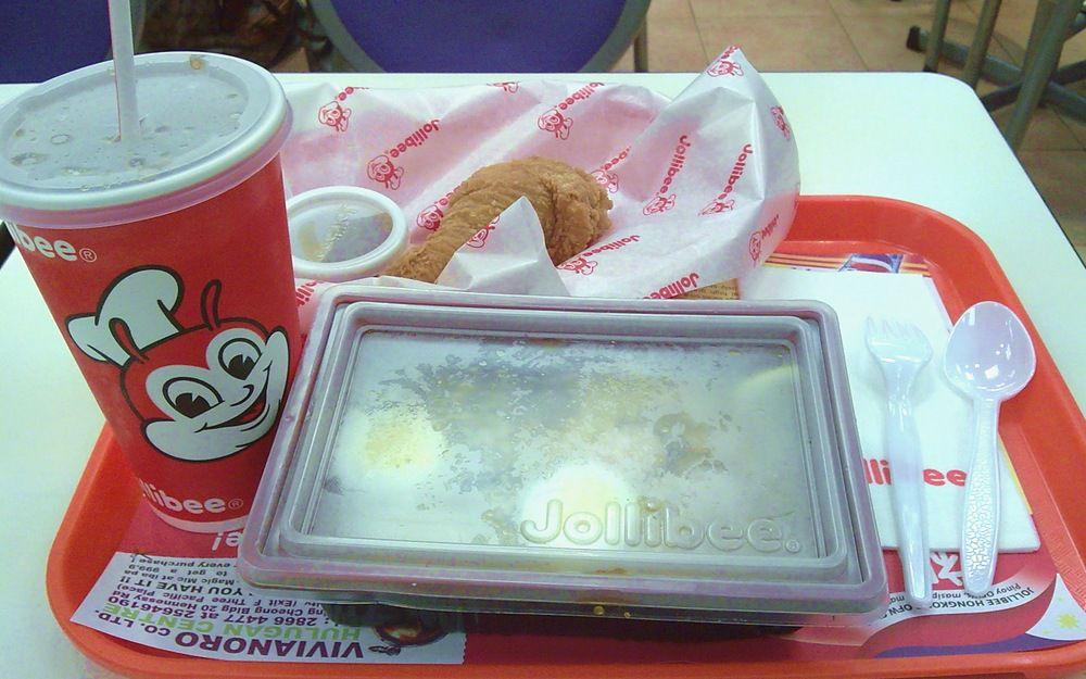 Jollibee的撈米粉+雞槌餐