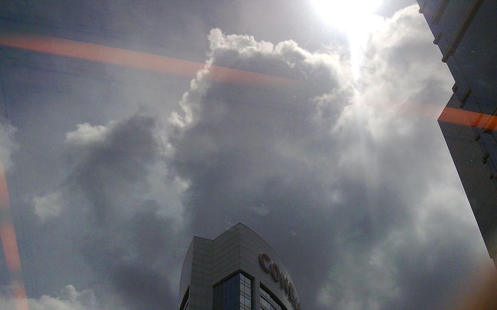 多雲的晴天
