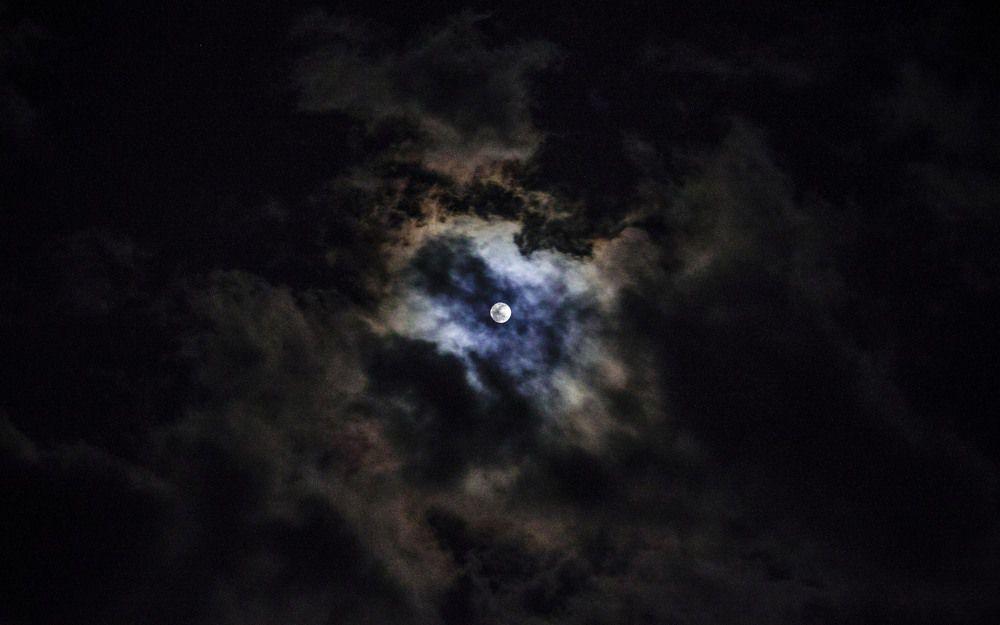 烏雲與明月